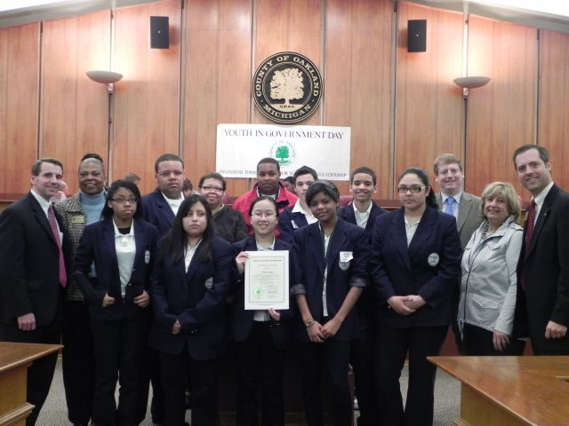 Oakland County Board Chairman Michael Gingell, Commissioners Mattie Hatchett, Tim Greimel, and Shelley Taub, Board Vice Chair Jeff Matis with students and teachers from Pontiac area schools
